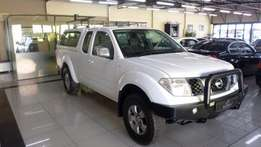2011 Nissan Navara 2.5 Dci Xe K/cab P/U S/C With Canopy in White