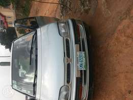 A super clean Nissan Serena for sell