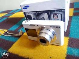 Samsung DV180F Camera