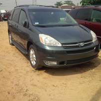First Grade Toyota Sienna, 2005 Model, Direct Foreign Use