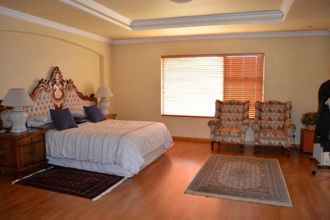 Home is were your story begins,this is a once in a lifetime opertunity Sunward Park - image 6
