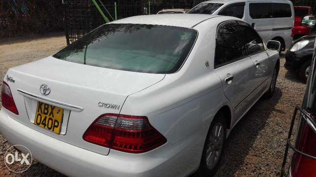 Toyota crown ,2008 kbx,super clean buy and drive very well maintained Hurlingham - image 3