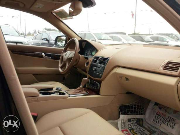 Foreign used 2008 Mercedes-Benz C300. Direct tokunbo Lagos Mainland - image 4