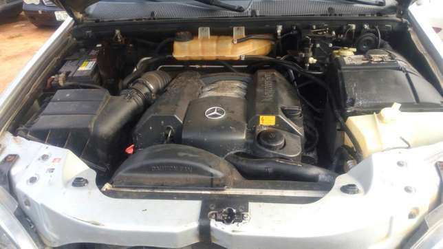 Mercedes Benz ML350 numbered 2005 Benin City - image 7