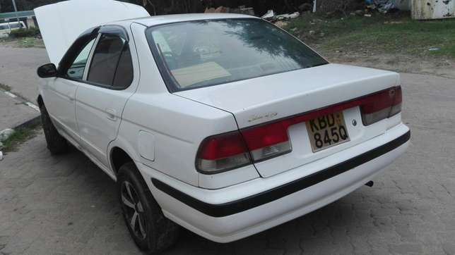 Excellent Nissan Sunny FB 15 Mbaraki - image 4