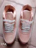 Girls fashionable sneakers l