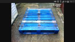 Selling blue wooden pallets