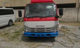Isuzu canter with lifting jeck 2009