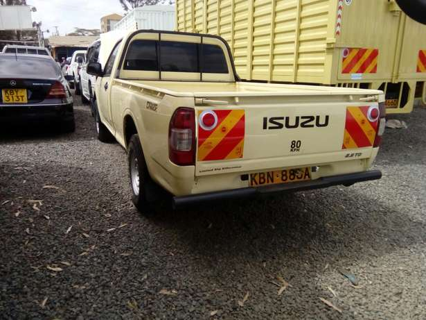 Isuzu d-max 2011 Model In Immaculate Condition Karen - image 3