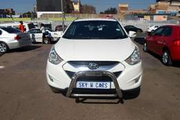 Hyundai iX35 2.0 2010 model white in color 92000km R170000