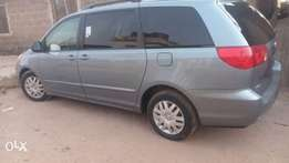 Extremely clean 2007 Toyota Sienna wit low mileage, factory chillin AC