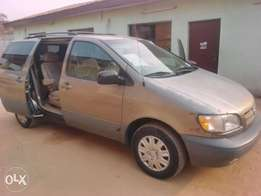 A Tokunbo Toyota Sienna '09 Space bus for sale