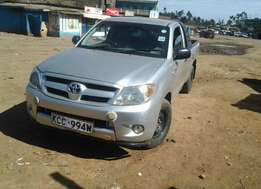 Quick sale! A Toyota Hilux pick up KCC available at 1.35m!