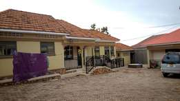 High standard 2 bedroom house in bweyogerere bbutto at 500k