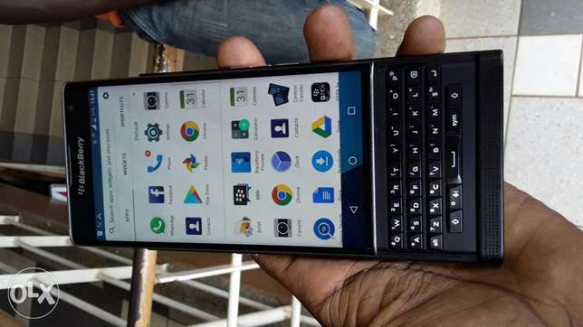 BlackBerry priv at 980,000 Kampala - image 3