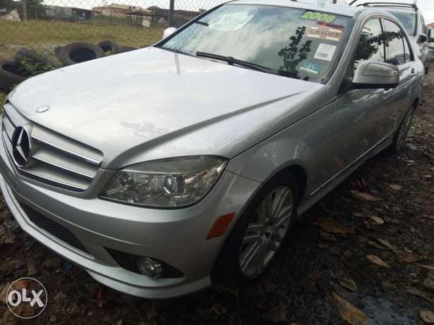 Pristine Tokunbo 2008 Mercedes Benz C-300 4matic (Lagos cleared) Surulere - image 2