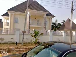 A luxurious 5 bedroom duplex and bungalow for sale.