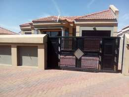R2700 3 Bedroom House For Rent In Primville ext 2 Soweto