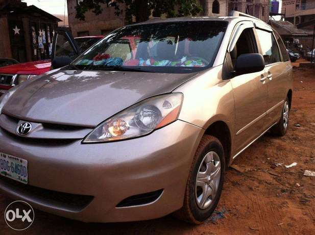 Super Clean Toyota Sienna 2008 / 2009 Model For Sale Kubwa - image 1