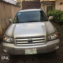 super clean Toyota Highlander 2005