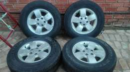 Full set of 17 inch 5/127 Jeep cherokee wheels