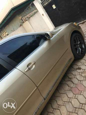 Super Clean Tokunbo Standard Few months Used Toyota Camry 2012 model Abuja - image 5
