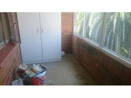 Yeoville 2.5bedroomed flat to let for R5000 on Cavendish Street