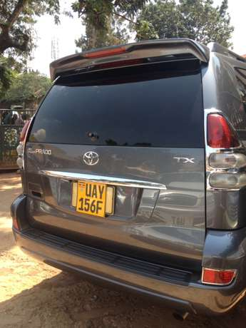 A Prado TX on quick sale Kampala - image 3