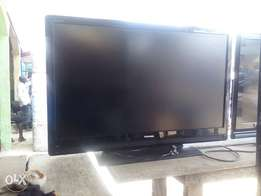 fairly used Toshiba n Sonny 42 inches LCD television for sale