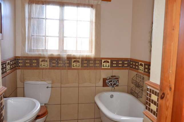 Fully furnished room with own bathroom Rustenburg - image 5