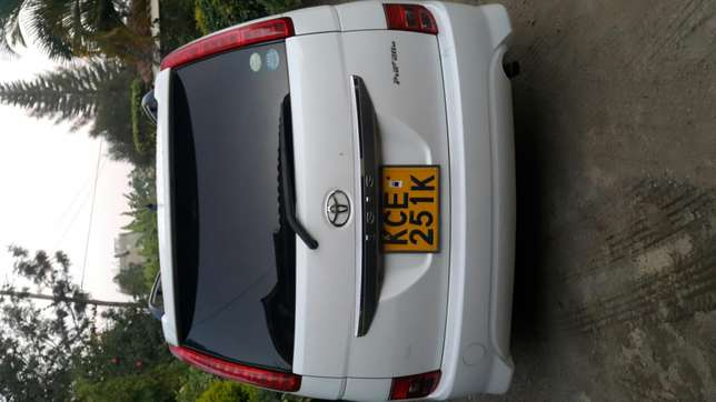 Clean Toyota isis up for sale Ridgeways - image 7