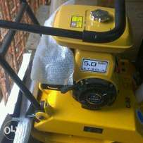 plate compactor 90kg with ey 20 engine. it use petrol