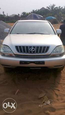 A sparkling clean Foreign used Lexus RX300 Asaba - image 1