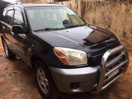 very clean 2005 Toyota Rav4 at give away price