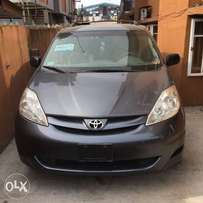 Toyota Sienna 2006 model for grabs