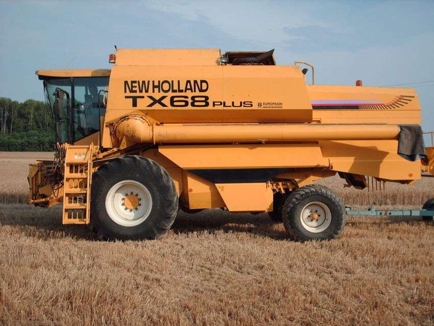 New Holland Tx 68 Plus - 2001