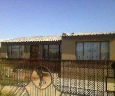 Nice 4room house for sale with 5outside rooms in Tembisa