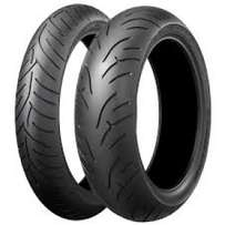250cc Scooter Brand New Tyre 140/70/14 R499 At Clives Bikes