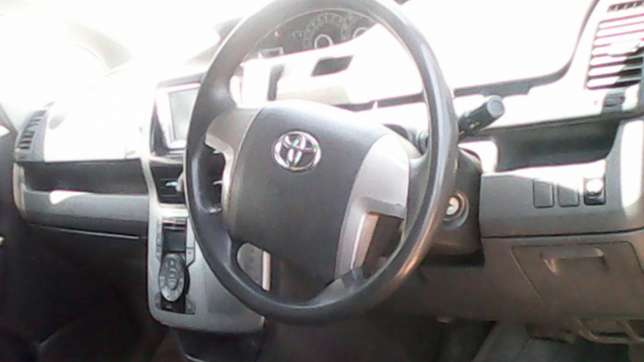 Hi selling toyota noah very very clean fully loaded BuruBuru - image 4