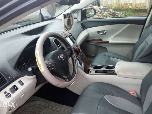 Neatly used venza up for grab Port-Harcourt - image 4