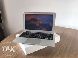 Macbook air core i5 4gb 128ssd at 61k 2015 model end month offer!!