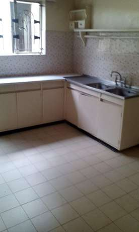 An Ultra spacious 3 bed apartment as an office Kilimani - image 5