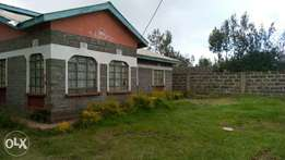 3 bedrooms bungalow at Nakuru lanet area. Near Rohi academy on 1 acre