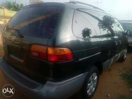 Awoof Tokunbo 2000 Toyota sienna on sale