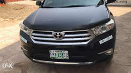 A clean registered Toyota Highlander for sale, 2013 few months used.