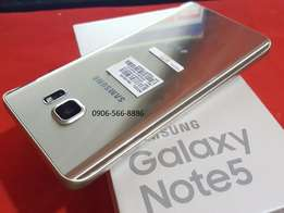 Im selling Samsung Note 5 still in box never put simcard