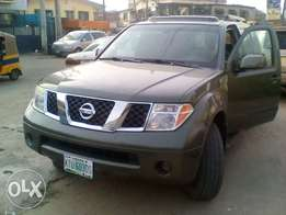2008 Nissan Pathfinder SUV. No issues at all.