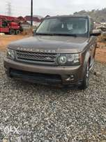 Neat Range Rover sport with no engine for sale