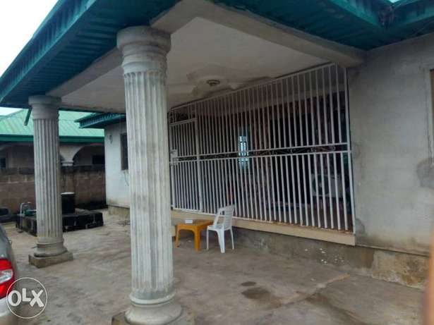 4 bedrooms bungalow for sale at bankole,off akala express Ibadan South West - image 1
