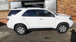 2011 model toyota fortuner 3.0d4d,white,leather interior,for sale